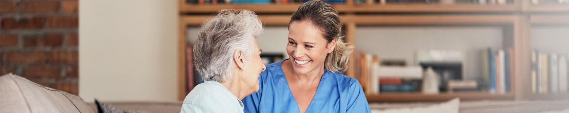 pielęgniarka z pacjentem, rozmowa